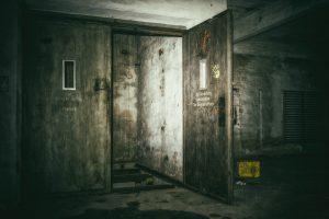 חליפה למעלית מעץ